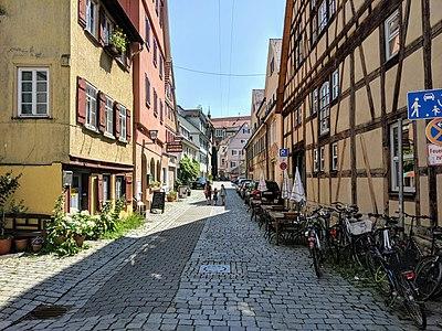 Blick in die Straße Bei der Fruchtschranne in Tübingen von der Bachgasse aus.jpg