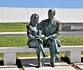 Brasília Kubitschek and wife sculpture 2009.jpg