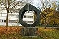 Bronzeplastik Grand Astre 1⁄3 (André Ramseyer 1966) 12.jpg