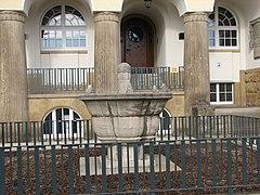Brunnen Rathaus Döhlen 2012.JPG