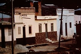 Bucaramanga-Colombia-slums-1982-1989-IHS-57-24-whitewashed-houses.jpeg