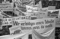 Bundesarchiv B 145 Bild-F033384-0003, Bonn, Demonstration von Bauern, Transparente.jpg
