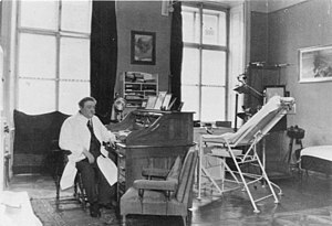 Eduard Bloch - Bloch in his surgery room (1938)