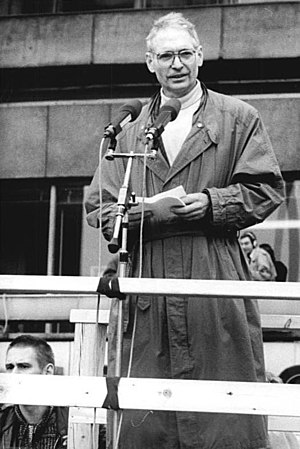 New Forum - Image: Bundesarchiv Bild 183 1989 1104 036, Berlin, Demonstration, Rede Jens Reich