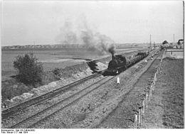 Bundesarchiv Bild 183-24644-0002, Anfahrt einer Dampflok.jpg