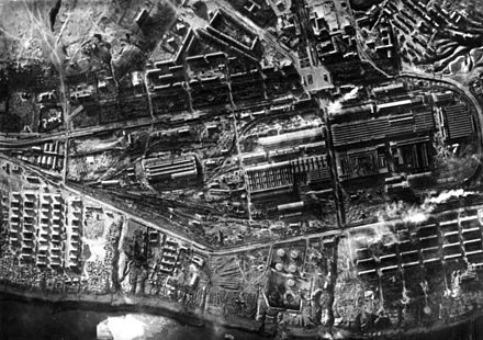 The Stalingrad Tractor Factory in the northernmost part of the city in 1942 Bundesarchiv Bild 183-B22437, Sowjetunion, Luftaufnahme Stalingrad.jpg