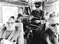 Bundesarchiv Bild 183-L0330-0033, Potsdam, Grenzübergang Drewitz-Dreilinden, Kontrolle in Bus.jpg