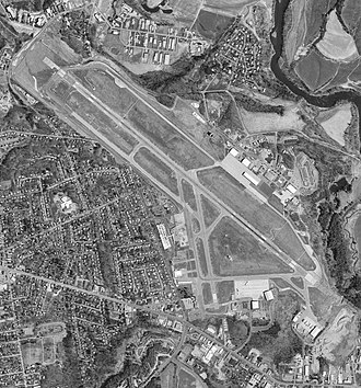Burlington International Airport - USGS aerial image, 1995