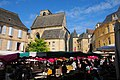 Busy Saturday market at Sarlat with the transformed church into a market hall - panoramio.jpg