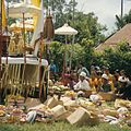 COLLECTIE TROPENMUSEUM Offers tijdens een crematie TMnr 20018465.jpg