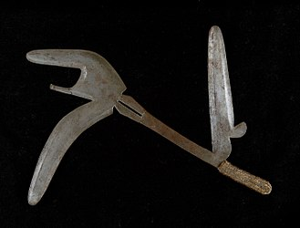 Kpinga - Image: COLLECTIE TROPENMUSEUM Werpmes praalwapen en statussymbool T Mnr 5633 55