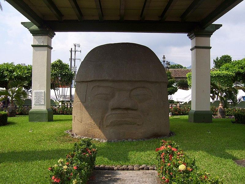 cabezas sin fecha 800px-Cabeza_olmeca%2C_Santiago_Tuxtla