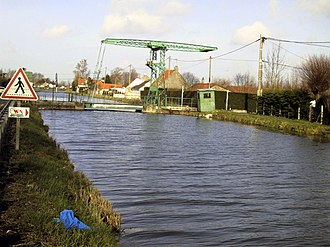 Guînes - Drawbridge and canal