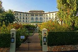 Cap-Ferrat - Avenue de la Corniche - View NNW on Grand Hotel du Cap Ferrat.jpg