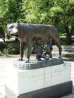 Capitoline Wolf - Image: Capitoline she wolf Eden Park, Cincinnati DSC03903