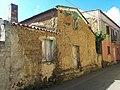 Case fatte con mattoni in Làrdini per le vie di Pabillonis, Sardegna.jpg