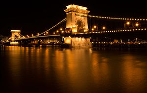 Chain bridge, budapest, hungary.jpg