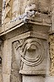 Chapiteau du chevet de l'église Saint-Pierre (Vaux-sur-Seulles, Calvados, France).jpg