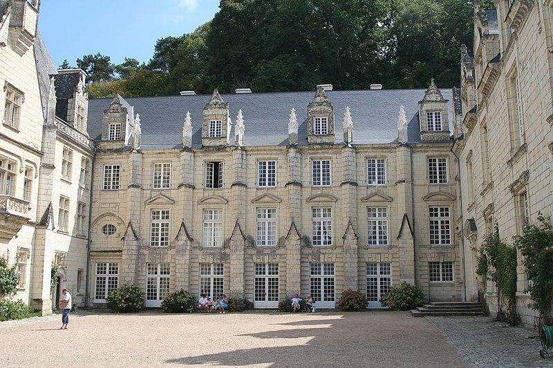 Súbor:ChateaudUsseInnerCourtyard.jpg