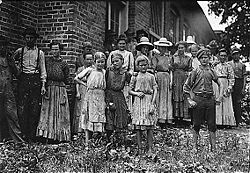 Child workers in West Point, Mississippi.jpg