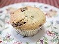Chocolate chip fairy cake (13972246411).jpg