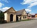 Choryně, kaple a č. p. 22.jpg