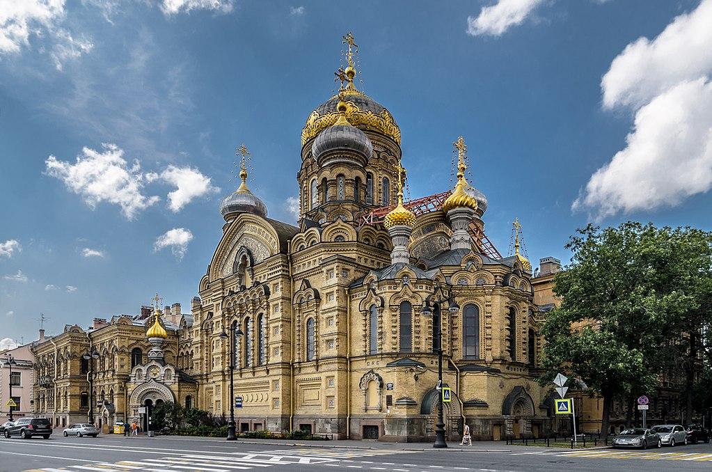 Eglise de la Dormition sur le quai du lieutenant Schmidt à Saint-Pétersbourg - Photo de Florstein