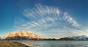Cirrus fibratus - Image: Cirrus front over Austnesfjorden, Austvågøya, Lofoten, Norway, 2015 April