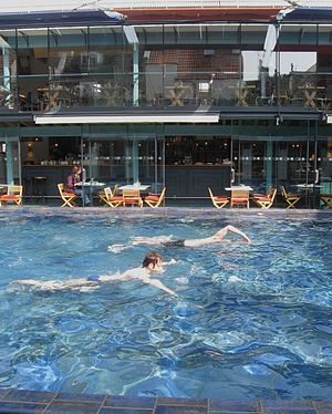 The Lido, Bristol - Image: Clifton Lido poolside