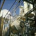 Collectie Nationaal Museum van Wereldculturen TM-20029608 Chemische industrie Aruba Boy Lawson (Fotograaf).jpg