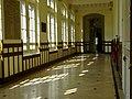 Couloir d'entrée lycée Molière, Paris 16e 3.jpg