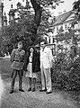 Csoportkép, 1942 Erzsébet tér. Fortepan 10421.jpg