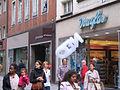 Düsseldorf, Flinger Straße, Schaum-Werbeaktion der Firma Neo (1).jpg