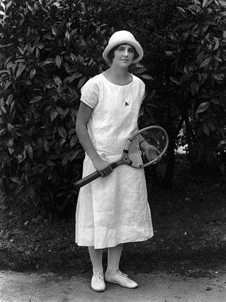 Daphne Akhurst - Image: Daphne Akhurst 1925