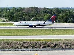 Delta 737-800 N3771K KCMH