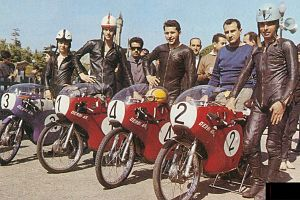 Derbi Josep M Busquets Paco Tombas Jacques Roca Jan Tennis Huberts Angel Nieto GP Spain 1963.jpg