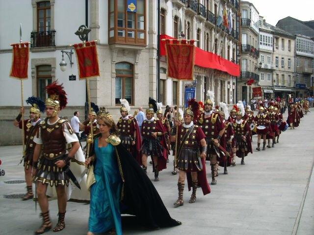 Desfile polas rúas da cidade (Praza Maior)