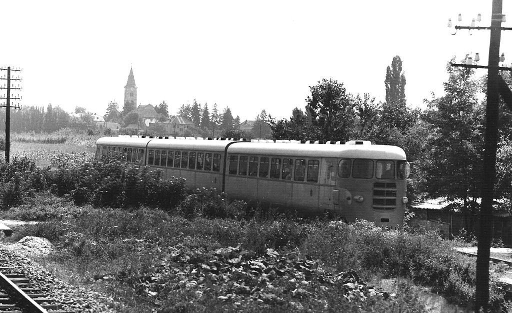 Samoborček 1024px-Dieseltriebwagen_zagreb_samobor2_29_7_1970