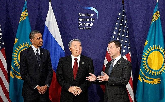 Dmitry Medvedev in South Korea, March 2012-15.jpeg
