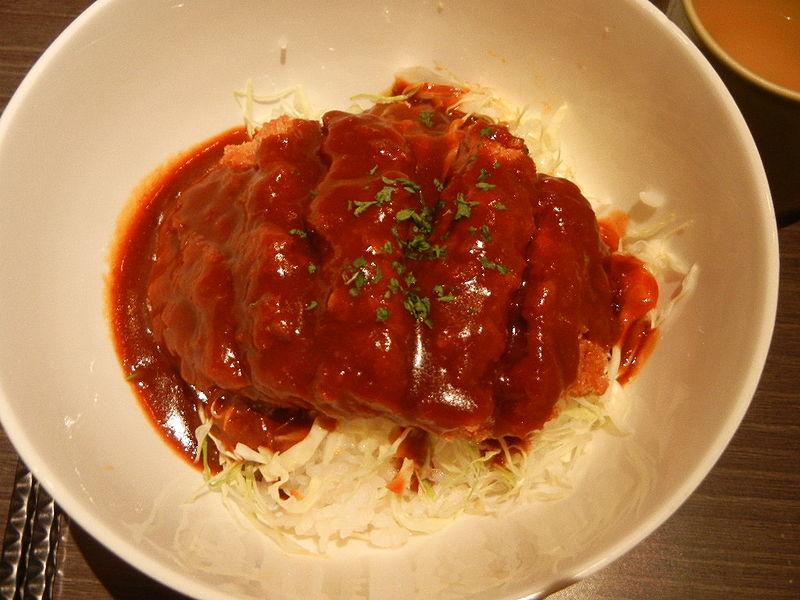岡山市の名物「ドミカツ丼」(デミカツ丼)