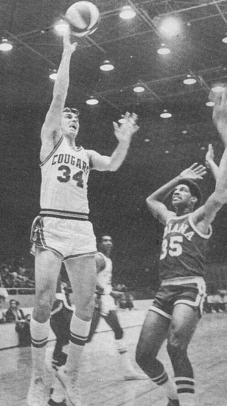 Roger Brown (basketball, born 1942) - Brown (right) guarding Doug Moe (left)