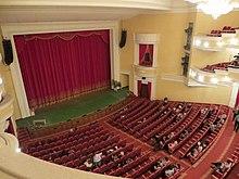 Il palco principale all'interno del Teatro Drammatico intitolato AV Lunacharsky