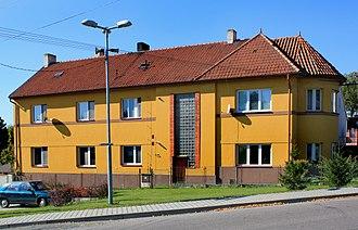 Dvakačovice - Image: Dvakačovice, tenemet house