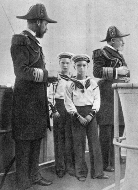 Four kings: Edward VII (far right); his son George, Prince of Wales, later George V (far left); and grandsons Edward, later Edward VIII (rear); and Albert, later George VI (foreground), c. 1908 Edward VII UK and successors.jpg