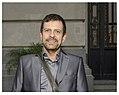 El tanguero Guillermito Fernández de pie en la puerta del Centro Cultural Kirchner (ciudad de Buenos Aires), 2015-05-21 (fragmento).jpg