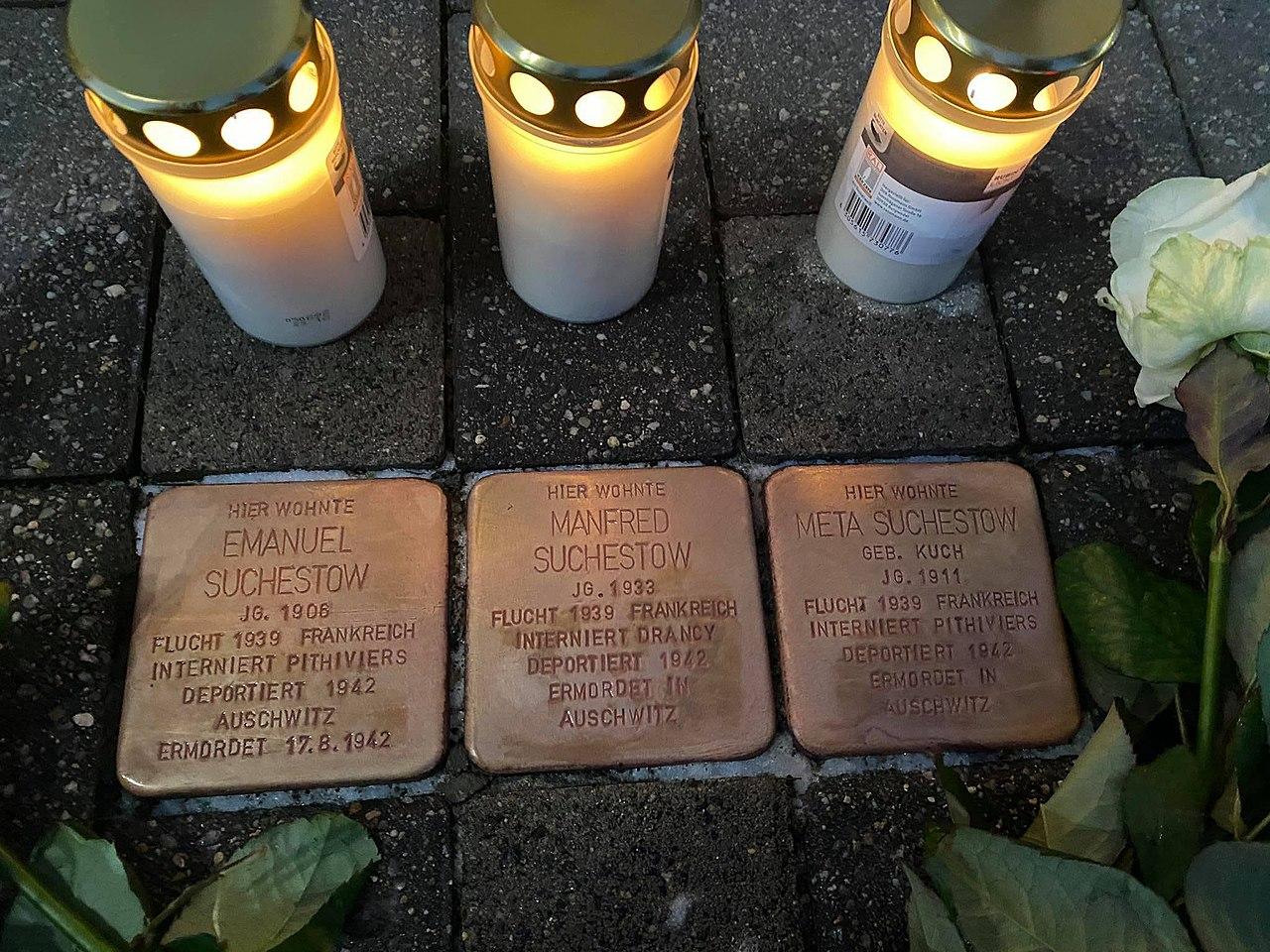 Stolperstein von Emanuel, Manfred und Meta Suchestow in der Bergstraße 4 in Eilenburg.