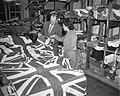 Engelse vlaggenproduktie ivm het aanstaand Engels Koninklijk bezoek, Bestanddeelnr 909-3083.jpg