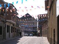 Entrada a la plaza de San Martín de Montalbán.jpg