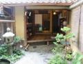 Entrance garden of Kyoto machiya 2013.png