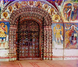 Archivolt - Image: Entrance into the central church of the Church of St. John the Precursor from the gallery (Prokudin Gorsky)